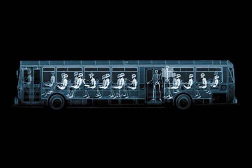 Un autobus según Nick Veasey