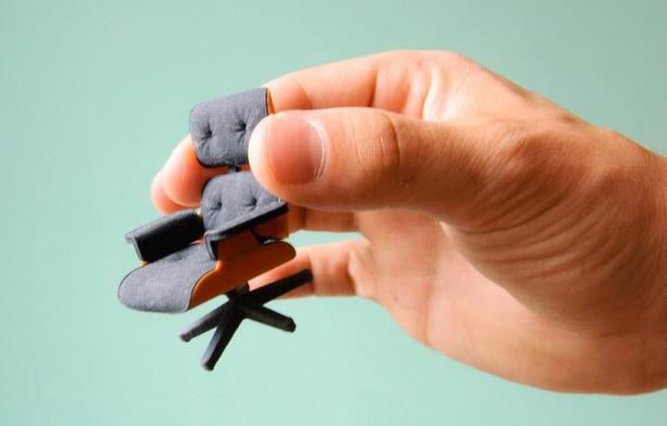 famosa-eames-chair-miniatura-L-G7JF8x