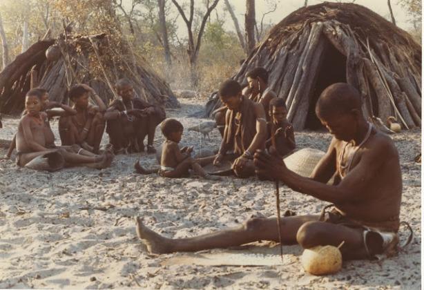 bosquimanos Kung noreste del desierto del Kalahari